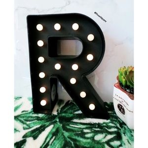 NWOT Decorative light up R sign ✨